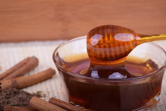 La miel pura no es perecedera, permanece en buen estado durante mucho tiempo (vía Pixabay)