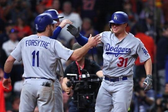 Los Dodgers con la serie empatada a 2 se aseguraron un juego más en casa. Panorama.com.