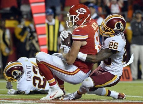 El TE estrella Travis Kelce tuvo 7 recepciones y 111 yardas en el partido. Chattanooga Times Free Pass.com.