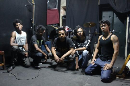 AkAtA et ses 5 jeunes membres!