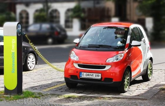 Electric Car recharging (Image credit: Michael Movchin/Wikimedia Commons)