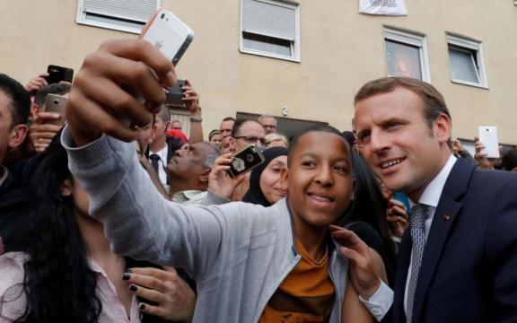 Emmanuel Macron veut éviter sa «sarkozyfication» - Le Parisien - leparisien.fr