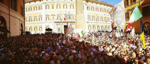 Il popolo del M5S contro il Rosatellum a Piazza Montecitorio