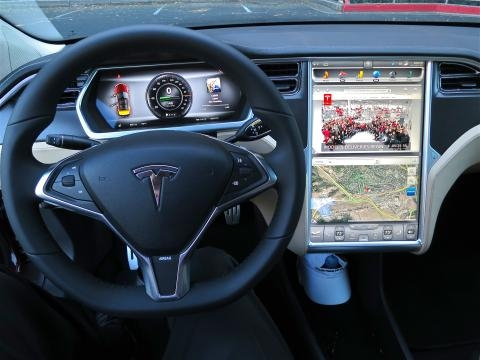Many new cars have incredibly complex technology (Image via Wikimedia Commons)