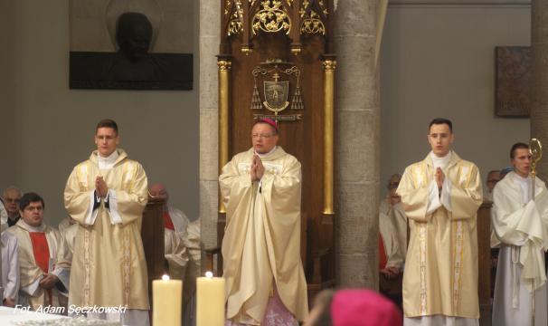Ingres abp. Rysia odbył się w dniu liturgicznego wspomnienia św. Karola Boromeusza, patrona chrzcielnego św. Jana Pawła II (fot. Adam Sęczkowski)
