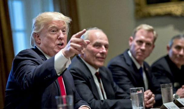Trump a convocat generalii săi de top amenințând din nou Coreea de Nord și Iranul - Foto: www.express.co.uk