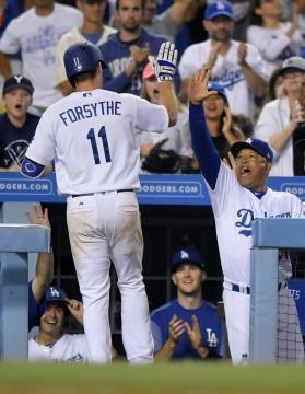 El camarero Logan Forsythe tuvo uno de sus partidos más importantes como Dodger. dailynews.com.