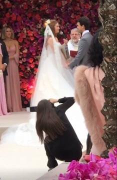 Marina Ruy Barbosa: vestido Dolce y Gabbana e madrinhas em tons de rosa (Foto: Reprodução/Instagram)