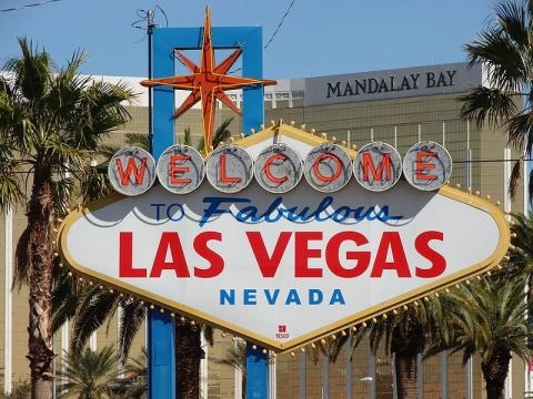 Welcome to Fabulous Las Vegas sign (Image credit – An Errant Knight – Wikimedia Commons)
