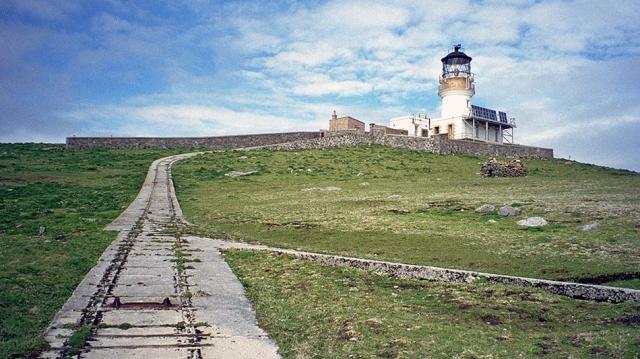 Prospettiva del faro delle isole Flannan, scenario della scomparsa dei suoi tre custodi - blogspot.com