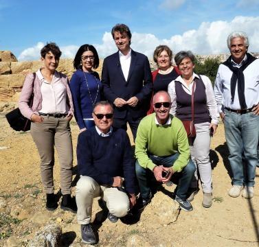 Alberto Angela con archeologi e funzionari dell'ente parco di Agrigento (fonte ente parco archeologico di Agrigento)