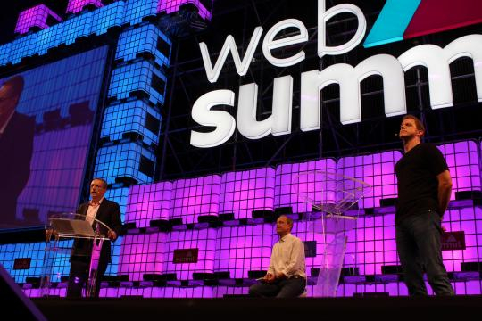 Ross Mason e Pat Gelsinger em debate sobre se a tecnologia beneficia todos