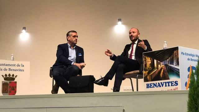 Carlos Gil y Antonio Gaspar durante la clausura de las Jornadas