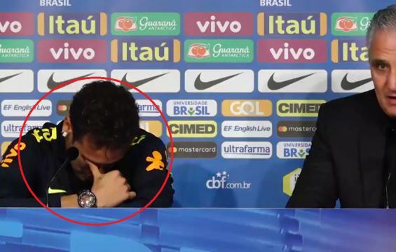 Hier soir, Neymar a craqué face aux journalistes en conférence de presse.