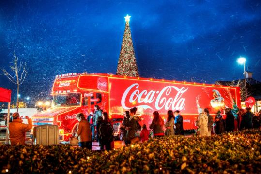 History of the Coca-Cola Christmas Truck: A Holiday Tradition on ... - thenewswheel.com