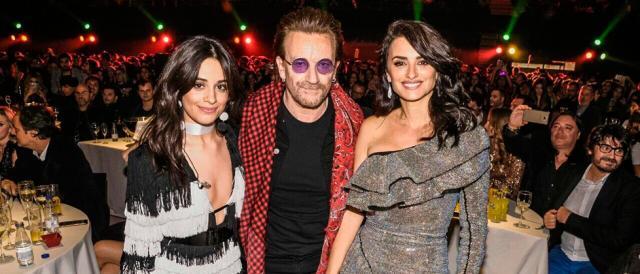 la-actriz-Penélope-Cruz,-al-cantante-Bono-de-U2-y-Camila-Cabello-en-LOS40-Music-Awards