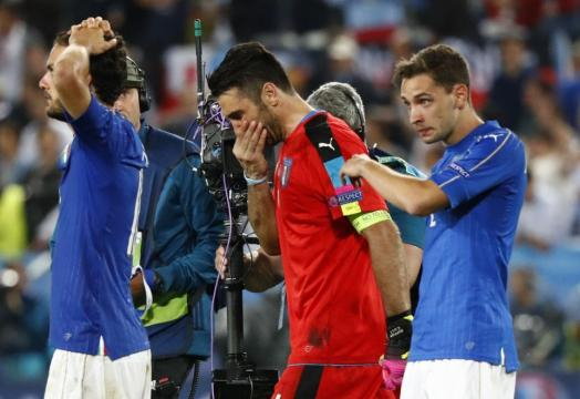 Italia-Germania, tutta la delusione azzurra: Buffon lascia il ... - repubblica.it