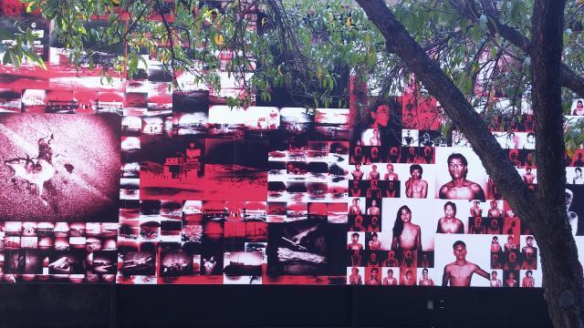 Antoine D´Agata ocupa el foto muro con imágenes intervenidas de la violencia y el cuerpo.
