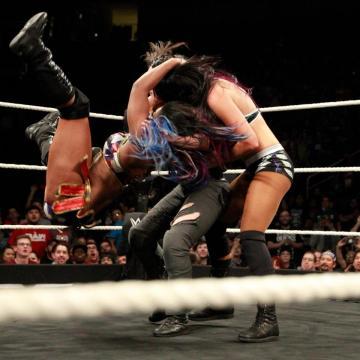 Ember Moon aplicó un doble Eclipse para por fin coronarse en NXT. WWE.com.