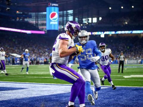 Kyle Rudolph tuvo 2 TD y es una de los TE más subestimados de la liga que además bloquea de gran manera. Vikings.com.