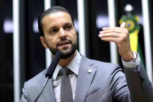 Indicado por Rodrigo Maia, deputado Alexandre Baldy assume o ministério das Cidades.