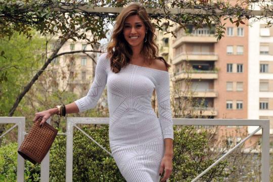 Belen Rodriguez / News: la show girl coccola Santiago e si arrende ... - ilsussidiario.net