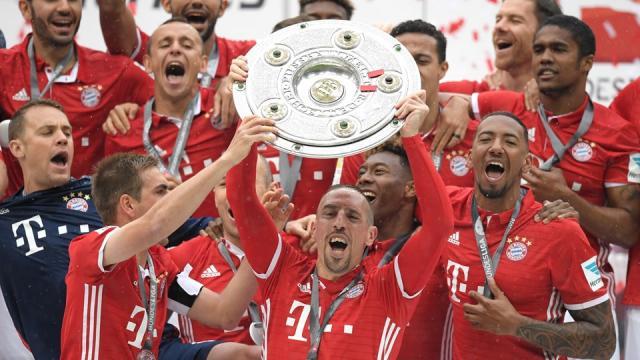 Der FC Bayern München feiert die Meisterschaft - FIFA.com - fifa.com