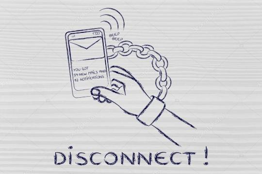 Manos encadenadas a un móvil con el texto desconexión — Foto de ... - depositphotos.com