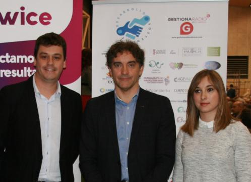 Iván Martí, Francesc Colomer (centro) y Serezade Enguídanos