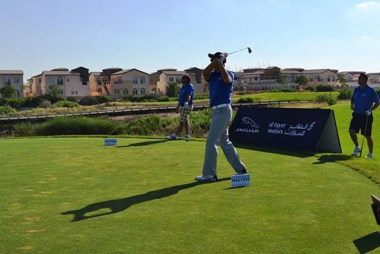 Golfing in Dubai (Image credit – Jaguar MENA, Wikimedia Commons)