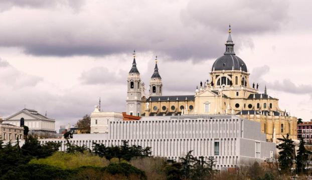 El Museo de Colecciones Reales con la Catedral de la Almudena de fondo