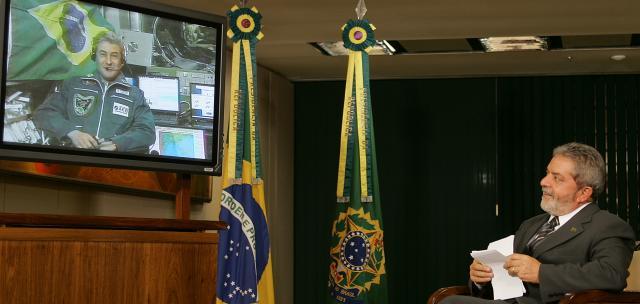 Marcos Pontes conversa com o ex-Presidente Lula direto da ISS. Foto: divulgação