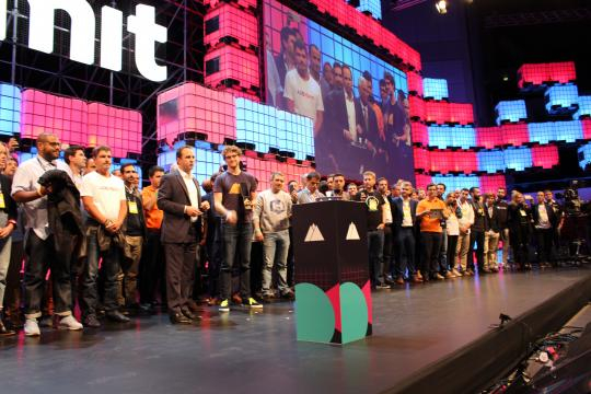 Os empreendedores juntam-se para a inauguração do evento