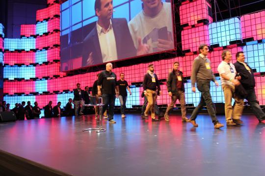 Os representantes das Start-ups entram em palco