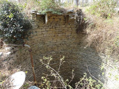 A dried up well (Image credit: Bhaskaranaidu, Wikimedia Commons)