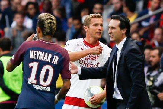 Neymar ne supporte plus Emery - Football - Sports.fr - sports.fr