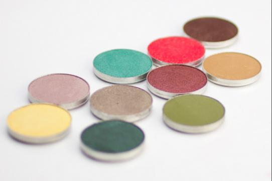 MAKEUP GEEK [Image via Magi Mania/Flickr]