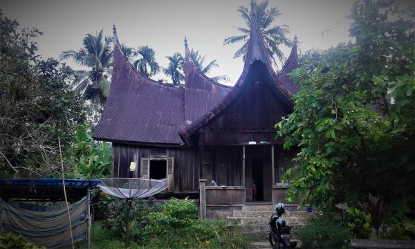 Casa tradicional Minangkabau. Pueblo de Sijunjung (Oeste de Sumatra)