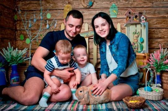 Dmitry e Margarita possuem dois filhos e são casados há cinco anos (Crédito: East2West News)
