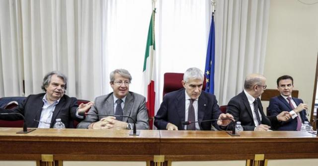 Il tavolo di presidenza della commissione bancaria d'inchiesta - Foto: ilsole24ore.com