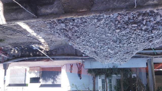 La nueva pista se hizo con capas de piedra y tierra.