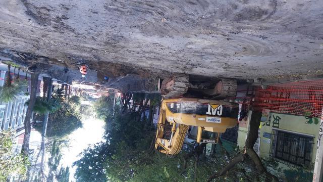 Todo el tramo de Veracruz a Juan Escutia fue rehabilitado, pero permanecen los cables al aire.