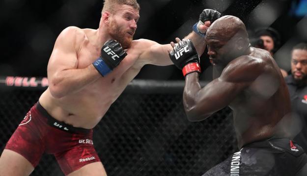 Jan Balchowicz pudo derrotar al favorito Cannonier en la estelar de las preliminares. MMA Fighting.com.