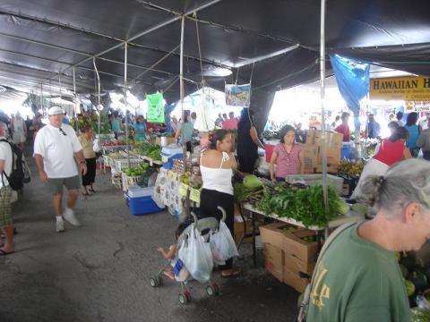 Farmer's market in Hilo, Hawaii (Image credit – Staecker, Wikimedia Commons)