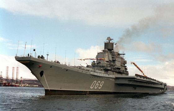 Em fase de testes, navio russo Admiral Gorshkov foi flagrado próximo à costa do Reino Unido.
