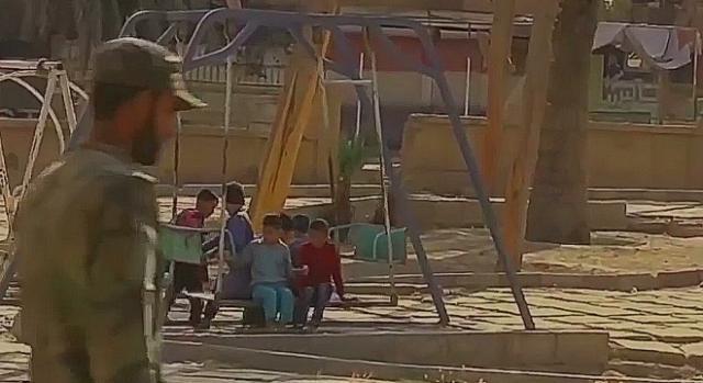 Bezpieczeństwo i nowe życie niewinnych dzieci – najwspanialsza nagroda żołnierskiego trudu (screenshot)