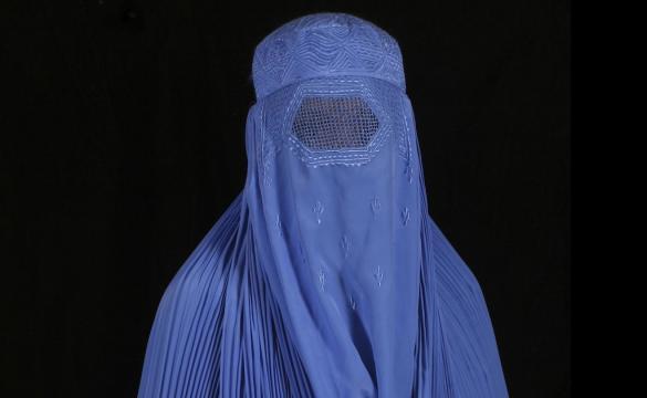 Burqa: un velo che copre integralmente il corpo della donna