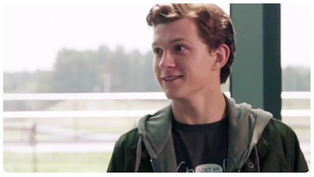 Tom Holland de O Impossível é o novo Peter Parker. (Foto Reprodução).
