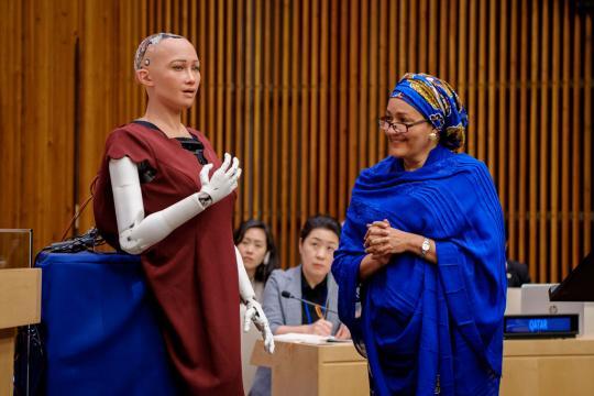 Sophia, the humanoid robot address the UN