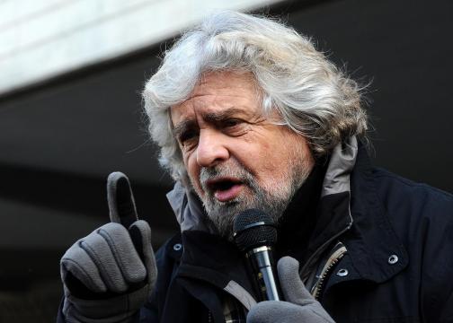 Beppe Grillo ha definito il blitz neofascista contro la sede di Repubblica 'un'azione squadrista'